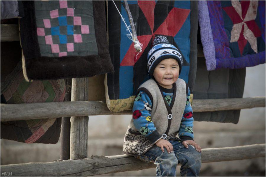 Lokaal jongetje Kirgizië
