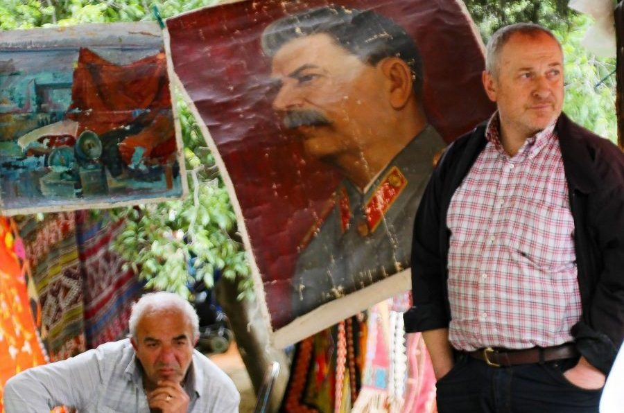 Lokale Georgiers die schilderijen verkopen