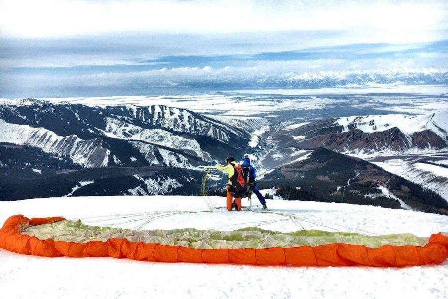 Paragliden skigebied Karakol Kirgizië