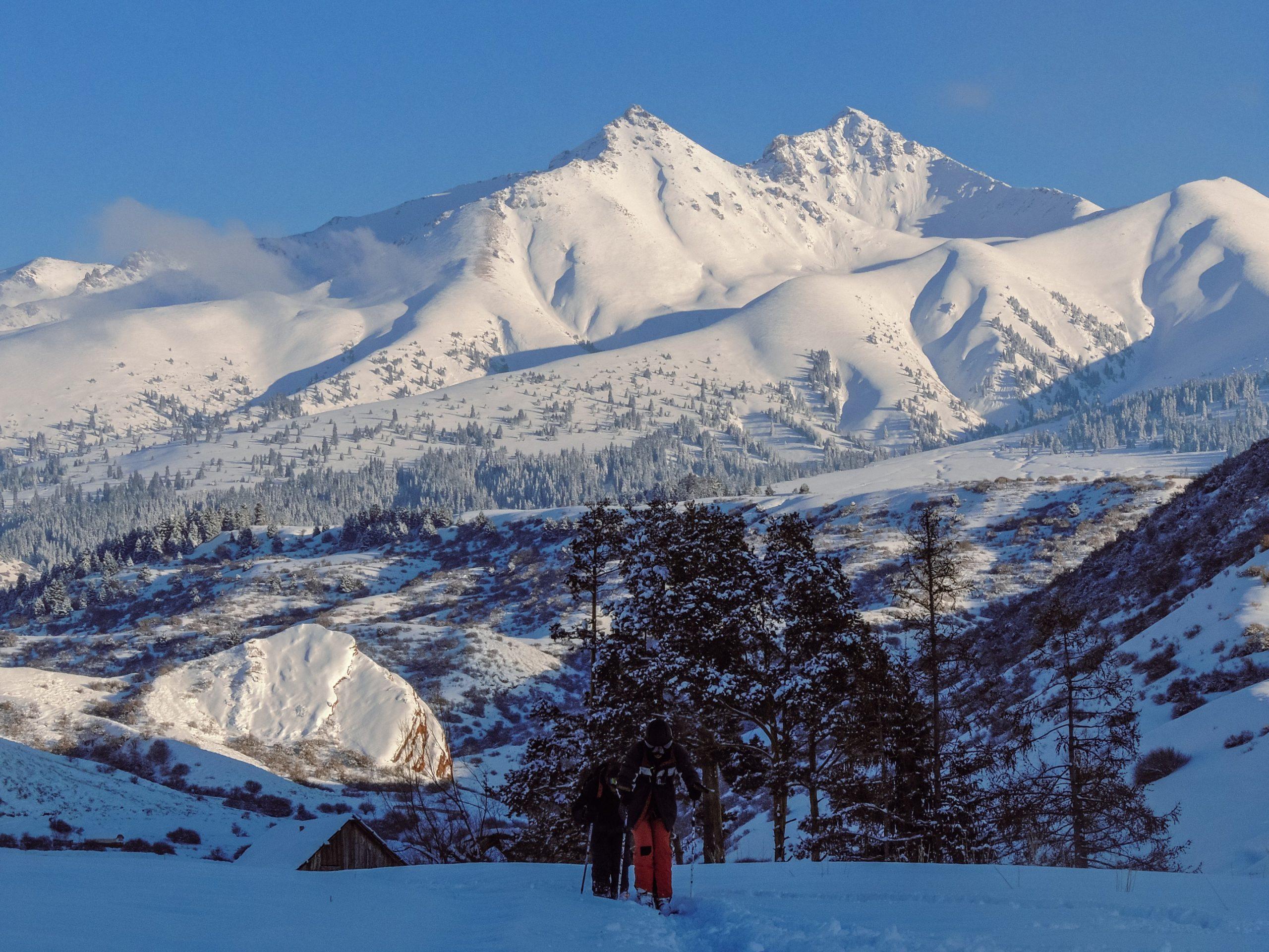 Besneeuwde bergen Kirgizië