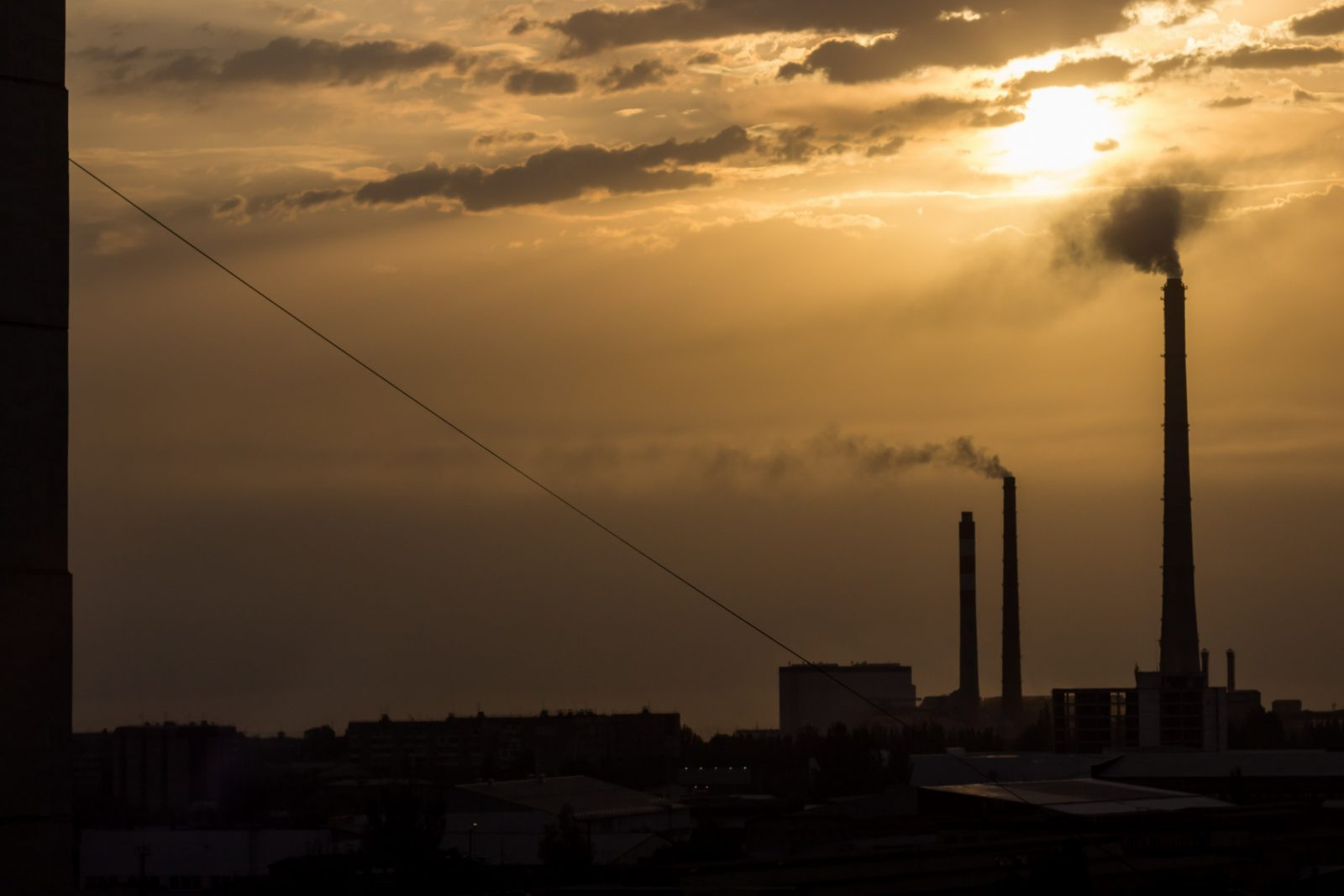 Industrie in de buitenwijken van Bishkek