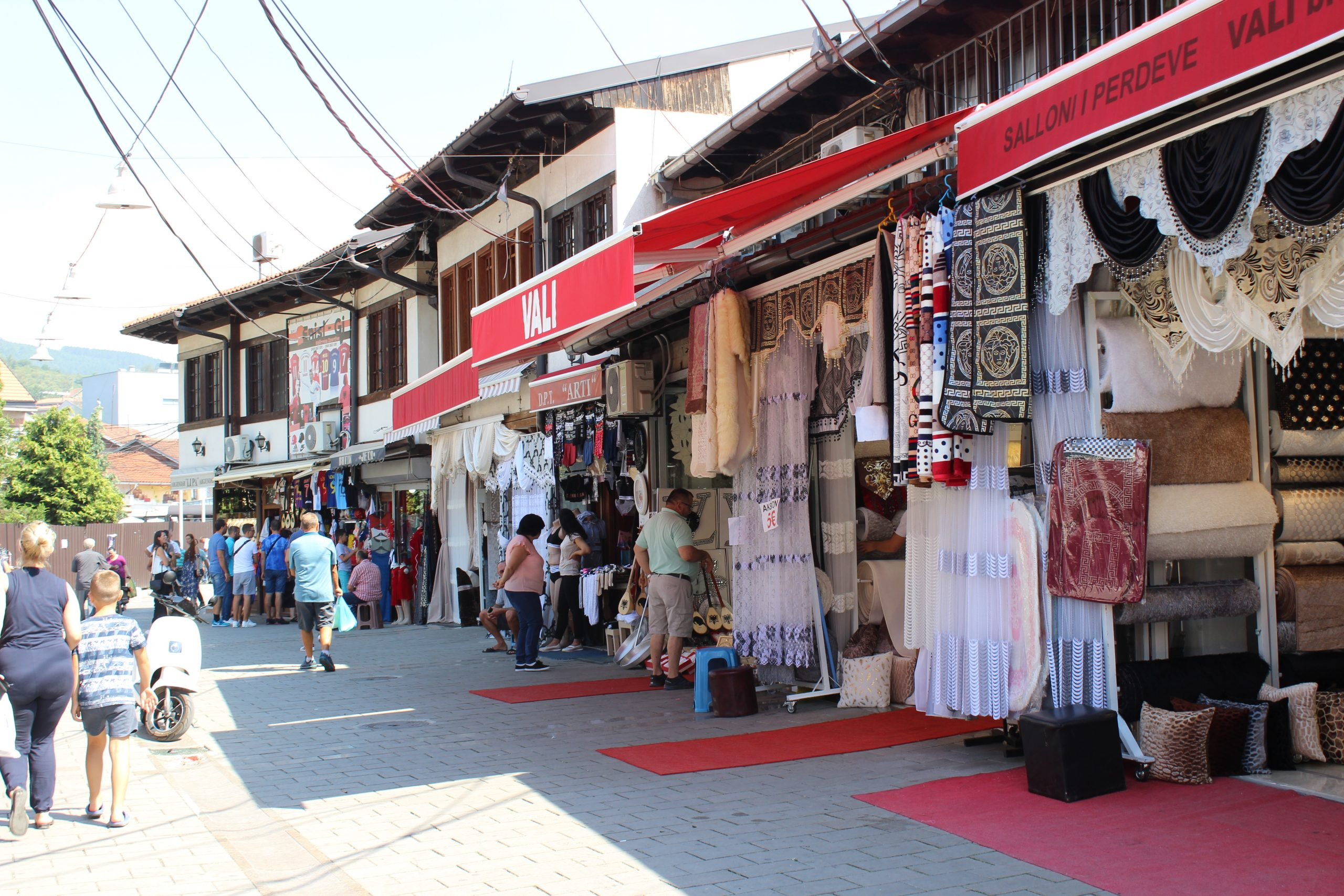 Diffrents stores_in_the_old_bazaar_of_Peja